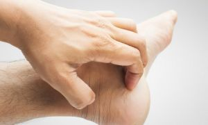 Чешутся подошвы ног – приметы, медицинские причины и способы лечения