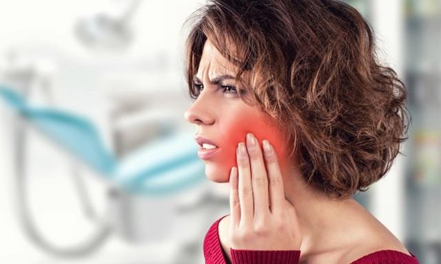 Облазит слизистая во рту – причины, фото и что делать
