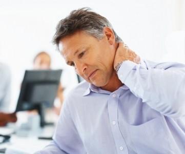 Шея хрустит при поворотах и болит голова