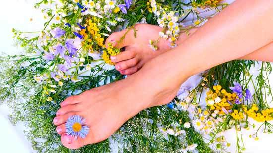 Прыщи на ногах – причины, фото, лечение