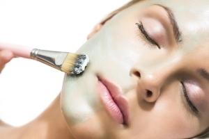 Как убрать складки на шее? Морщины на шее – как избавиться? Массаж, тейпирование шеи от морщин в домашних условиях