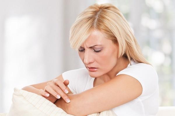 Сыпь на локтях – причины, фото, лечение