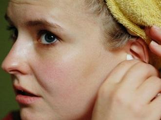 Кровотечение из уха – причины, симптомы, лечение, домашние средства