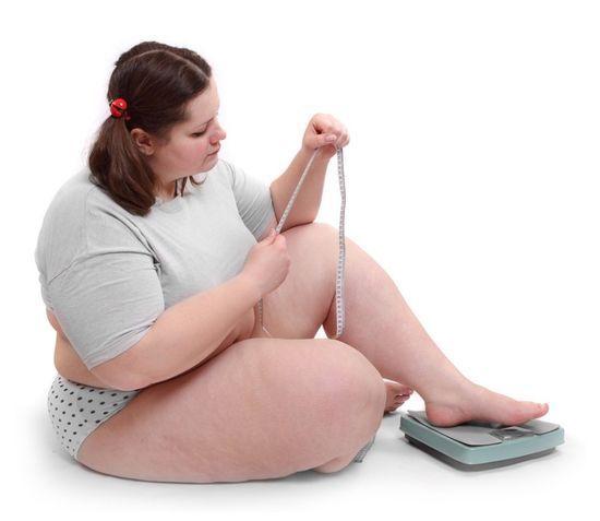 Липкие, жирные веки – почему они потеют и что делать?
