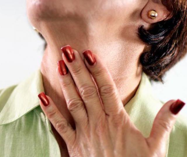 Больно глотать – причины, чем грозит и что делать?