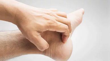 Чешутся подошвы ног – суеверия, медицинские причины и лечение