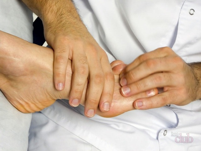 Ушиб, посинение ногтя – последствия и что делать