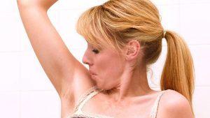 Прыщи под мышками – причины, фото и методы лечения