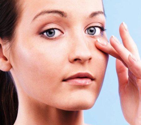 Шелушится кожа под глазами. Причины и способы лечения сухости кожи век